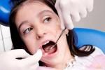 Răng sữa bị sâu cần phải trám sớm để giữ sức nhai
