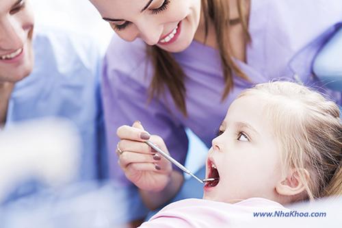 Khám răng cho trẻ