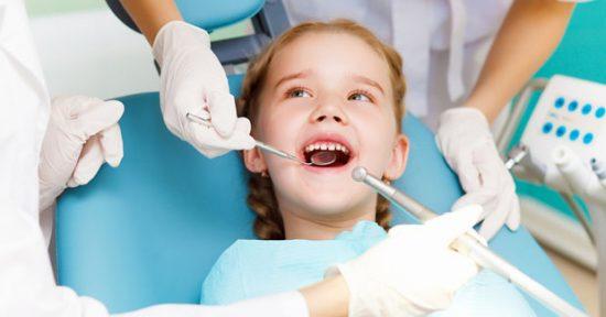 Khám răng định kỳ cho trẻ