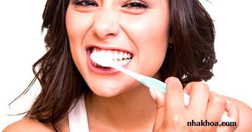 Chăm sóc răng miệng là bước cực kì quan trọng để giúp răng miệng luôn khỏe mạnh